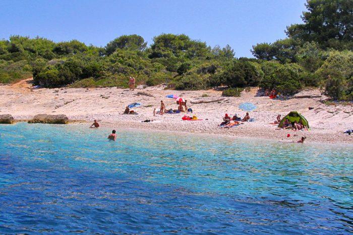 beach-proizd-vela-luka
